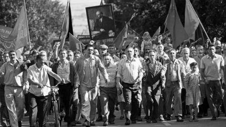 """""""Dear Comrades"""" di A. Konchalovsky. Commento di E. Marchiori"""